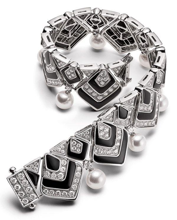 Браслет Barocko High Jewelry от Bulgari из белого золота с ониксом, культивированным жемчугом акойя и бриллиантами