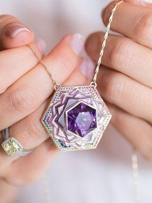 Популярные фиолетовые камни: виды, названия и свойства