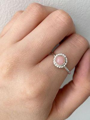 Розовый опал: особенности и применение камня