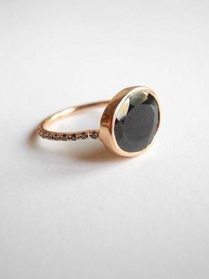 кольцо с черной шпинелью