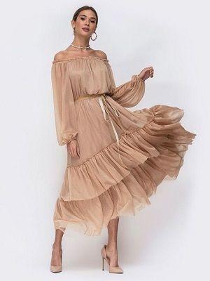 летний образ с бежевым платьем