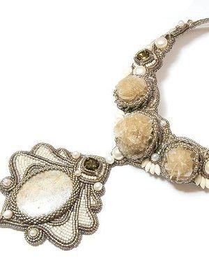 ожерелье с розой пустыни