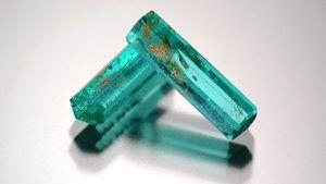 Производители используют зеленое стекло для имитации турмалина
