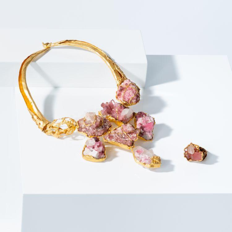 Ожерелье и кольцо из 22-каратного золота с розовыми турмалинами