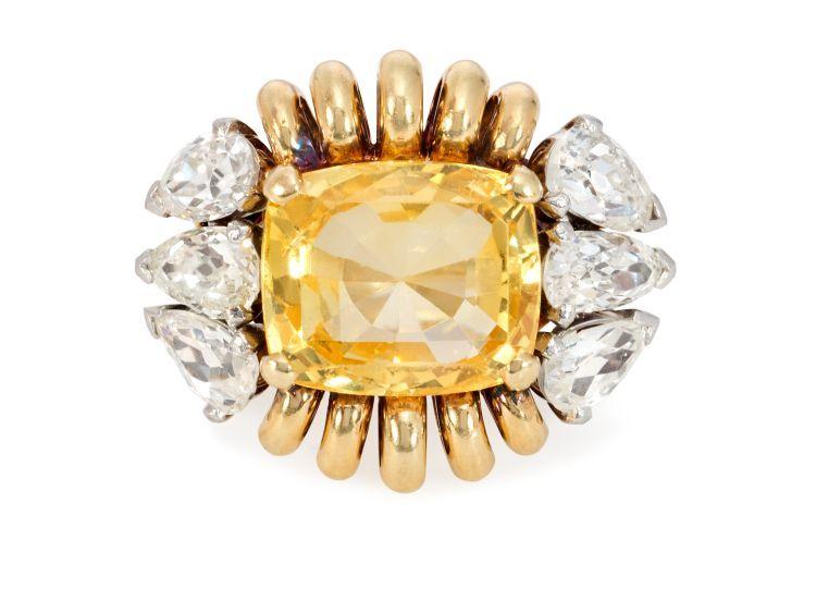 Кольцо из 18-каратного золота с желтым сапфиром огранки кушон