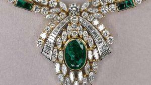 Коллекционеры из арабских стран предпочитают украшения с крупными цветными драгоценными камнями