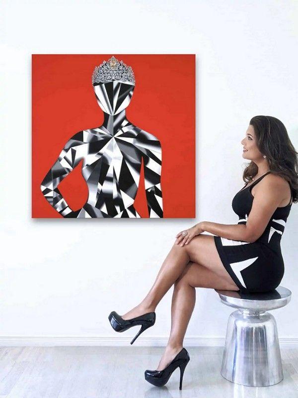 Рина Ахлувалия со своей картиной