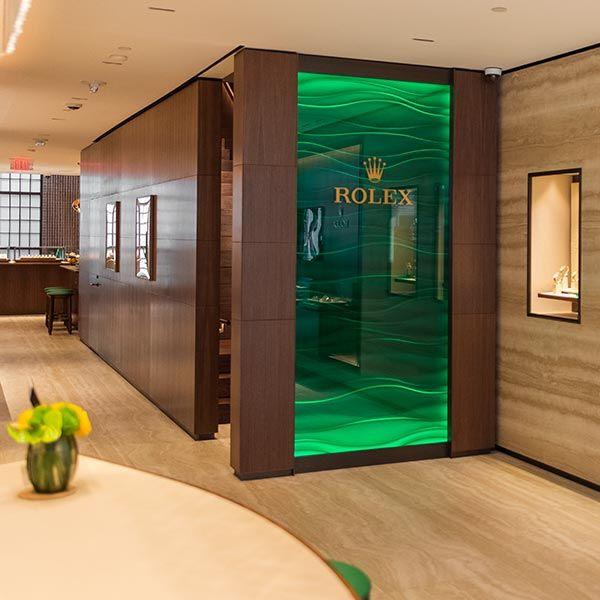 Изумрудная стена в новом бутике Rolex в Бостоне