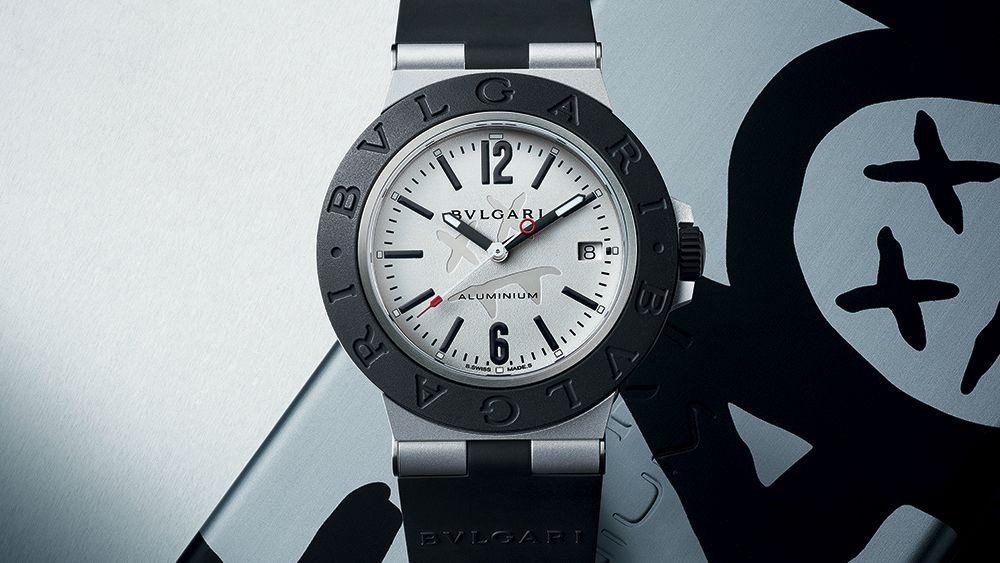 Стоимость алюминиевых наручных часов составляет 3050 долларов