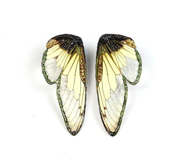 Золотые серьги с крыльями цикады, смолой, лаком, краской и гранатом