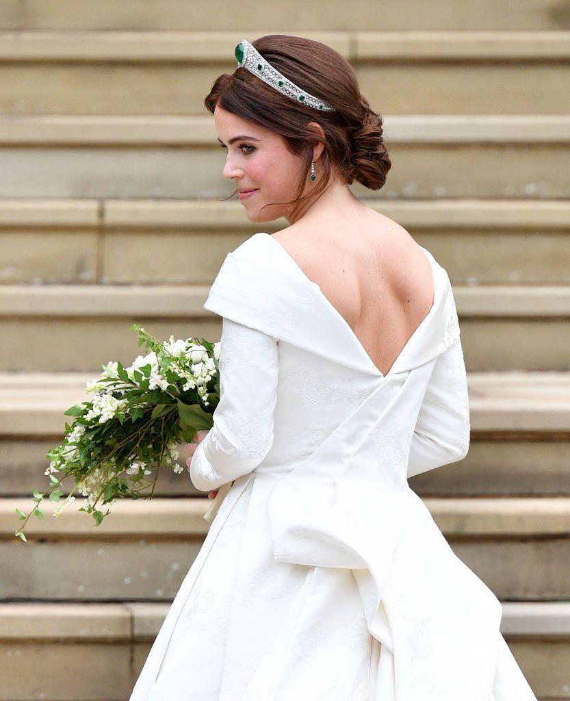 Принцесса Евгения прибывает в часовню Святого Георгия перед свадебной церемонией