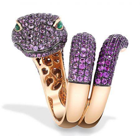 Кольцо Anaconda из розового золота украшено розовыми сапфирами и изумрудами