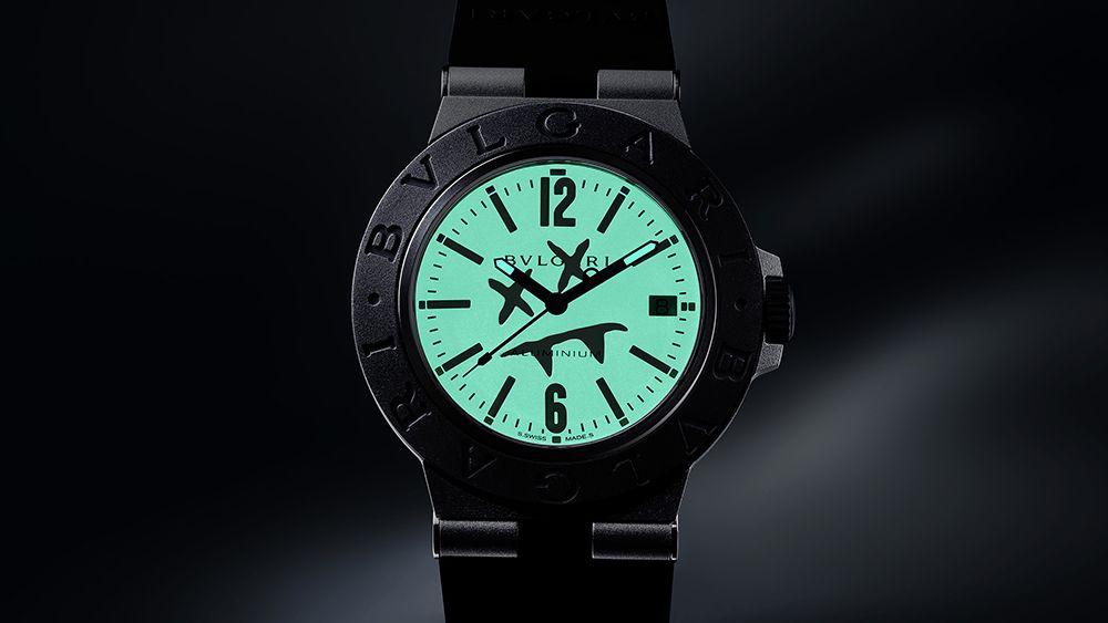 Часы Aluminium Steve Aoki от Bulgari светятся в темноте