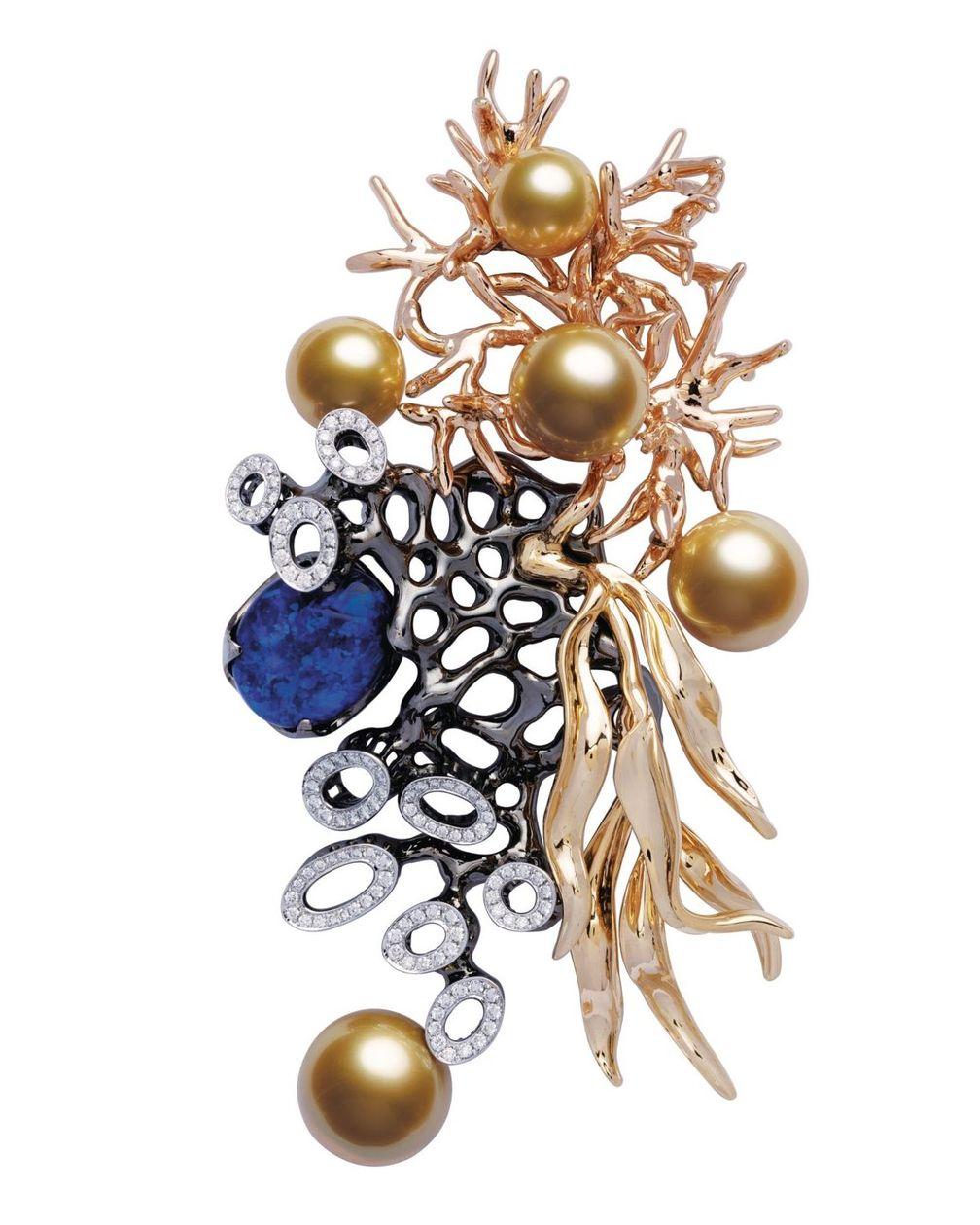 Брошь La Mer en Majesté Ocean Gift из желтого, розового и белого золота, украшенная жемчугом южных морей, опалом и бриллиантами от Jewelmer
