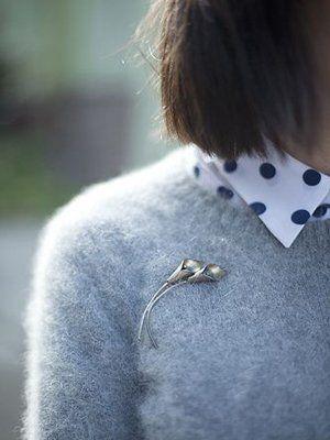 Серебряные броши: особенности, как выбрать и с чем носить