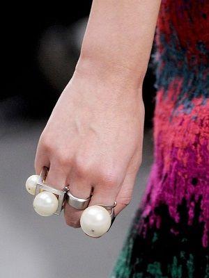 Кольца с жемчугом: особенности, как выбрать и носить