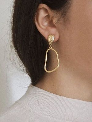 Золотые серьги без вставок: особенности, как выбрать и носить