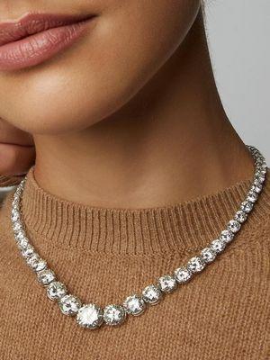 Колье с бриллиантами: особенности, как выбрать и с чем носить