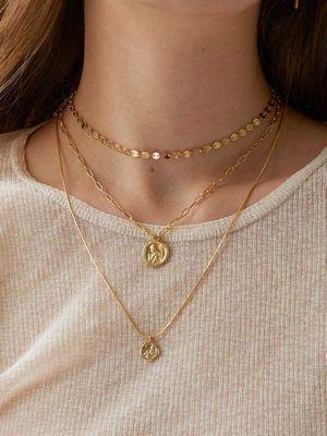Золотой медальон — изюминка образа, как выбрать и носить