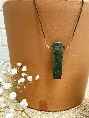 Зеленая яшма: свойства, особенности и использование камня