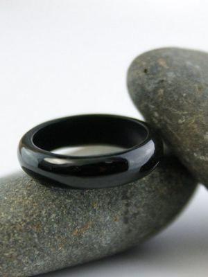 Черный нефрит: особенности и применение таинственного камня