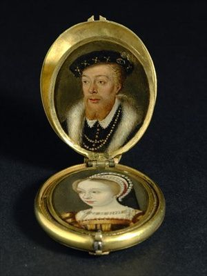 Старинный медальон с портретами
