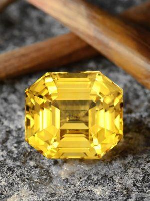 Редкий желтый сапфир