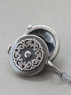 круглый медальон
