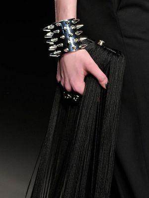 массивный браслет на руку