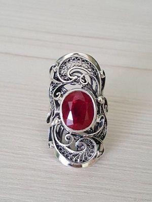 женский перстень с камнем