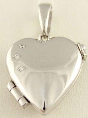 медальон в виде сердца