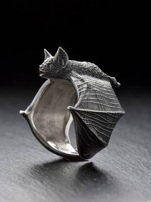 кольцо в виде летучей мыши