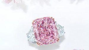 На аукционе Christie's был продан розовый бриллиант за рекордные $ 29 млн