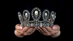 На аукционе Sotheby's в Женеве продана королевская тиара