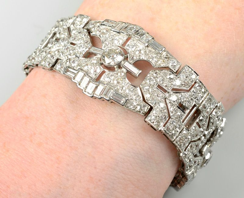 Браслет из платины в стиле ар-деко с геометрическим рисунком и бриллиантами