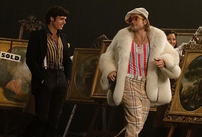 Тэрон Эджертон носит ожерелье Happy Spirit от Chopard из розового золота и бриллиантов
