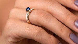 Золотые кольца с сапфиром: особенности, как выбрать и носить