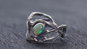 Серебряные кольца с опалом: особенности, как выбрать и носить