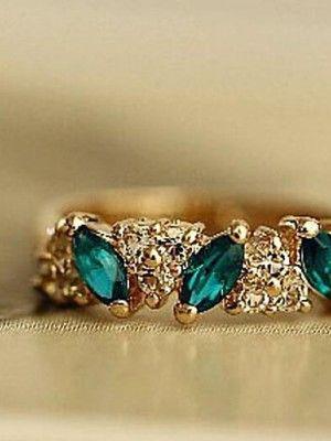 Золотые кольца с изумрудом: особенности, как выбрать и носить