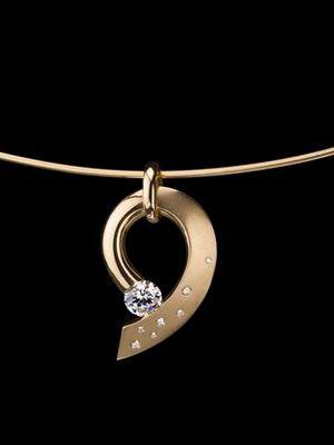 Подвески с бриллиантом: особенности, как выбрать и носить