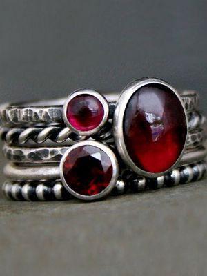 Серебряные кольца с гранатом: особенности, как выбрать и носить