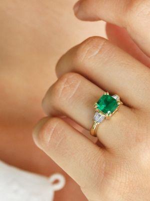 Помолвочное кольцо с изумрудом и бриллиантами