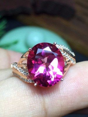 Кольцо с красно-вишневым топазом