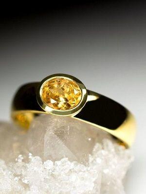 кольцо с желтым топазом