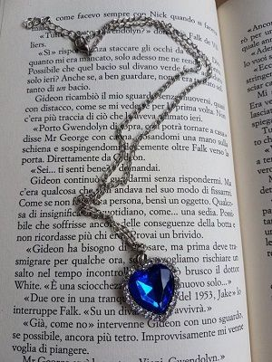 кулон с синим камнем