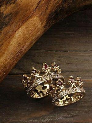 пара колец в виде корон