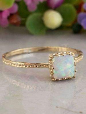 тонкое кольцо из желтого золота