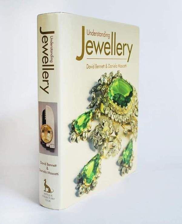 Книга Дэвида Беннетта и Даниэлы Маскетти Understanding Jewellery