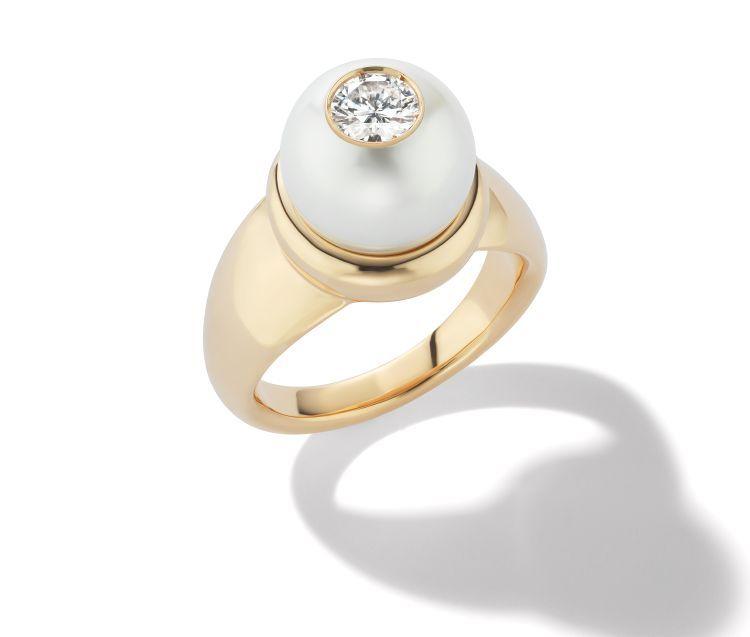 Кольцо из 18-каратного золота с жемчужиной Южного моря и бриллиантом от W.Rosado
