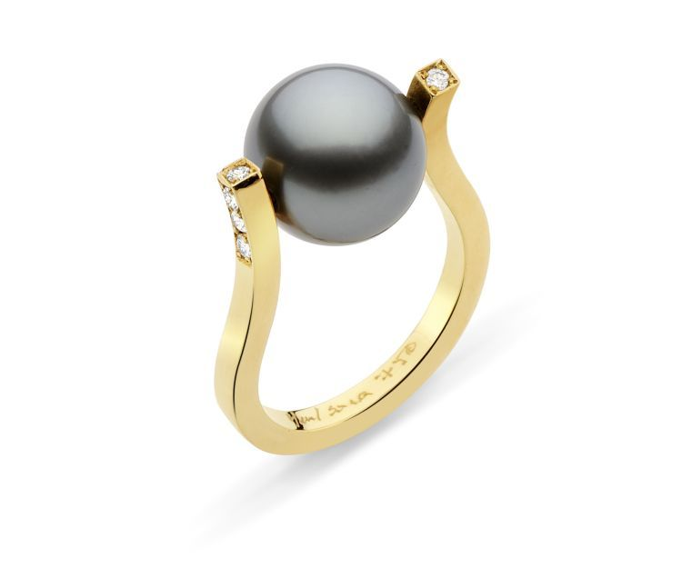 Кольцо Twist из 18-каратного золота с бриллиантами и таитянской жемчужиной от Yael Sonia